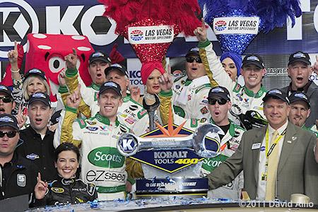 Las Vegas Motor Speedway 2011 Carl Edwards Chris Powell